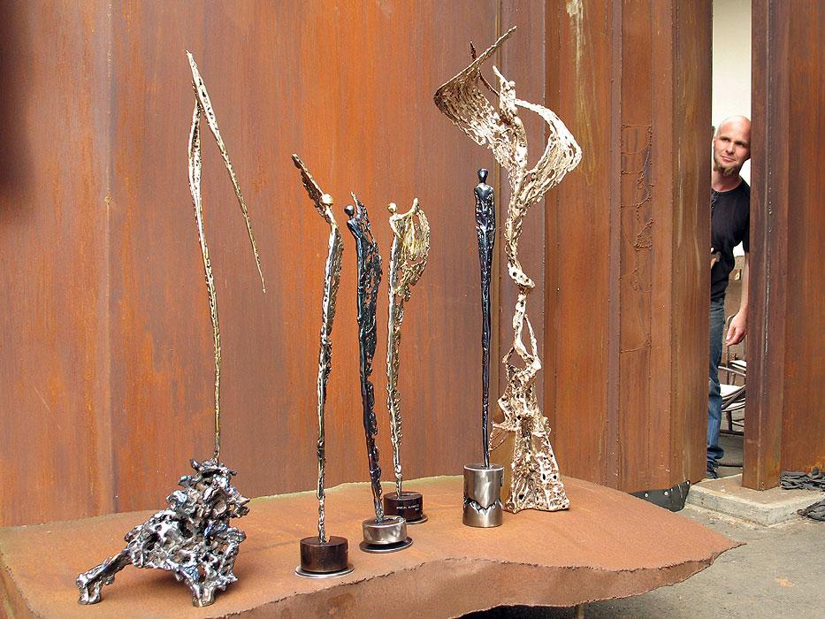skulpturen aus metall gahr. Black Bedroom Furniture Sets. Home Design Ideas