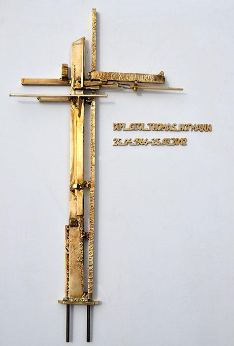 Kreuz mit grabstein kreuz aus bronze gahr - Moderne bder mit dachschrge ...