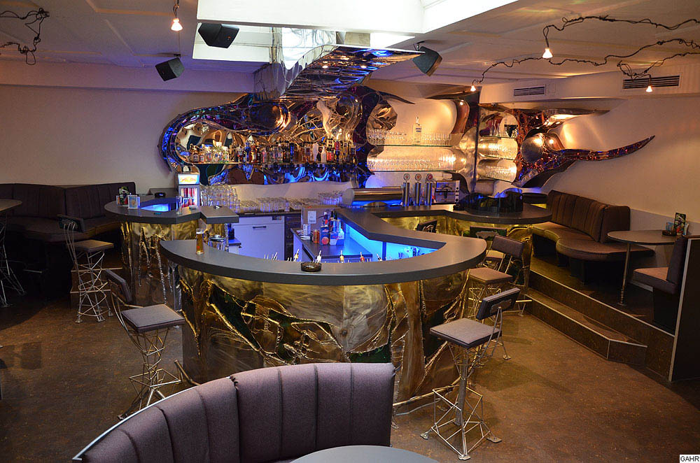 Designer Bar aus Metall