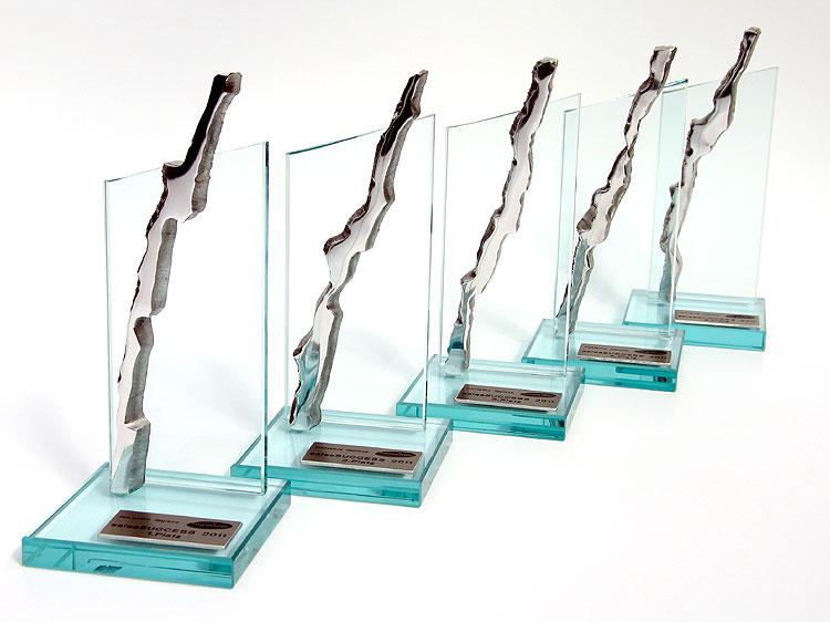 individueller award aus glas gahr. Black Bedroom Furniture Sets. Home Design Ideas