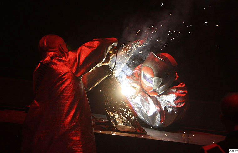 GAHR - Metal Art Performance - Dramatic Welding and Grinding