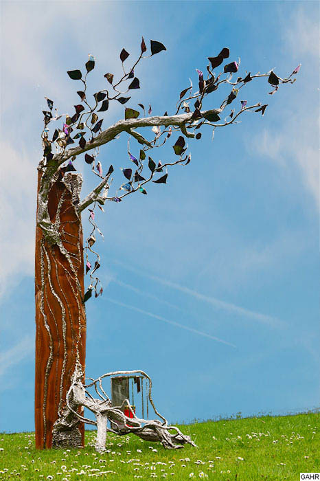 Grave Sculpture 'Tree of Lfe'